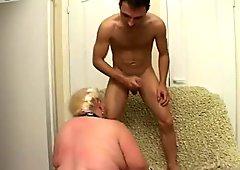 Immense blond hussy Andrea polishes stinky asshole