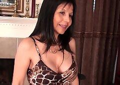 Mature American cougar MOM has some fun