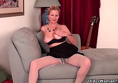 Office milf comes home and needs a pussy rub