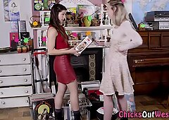Muffdiving aussie lesbian