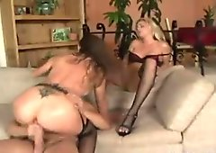 Hunk gets two babes being turned on by pissing