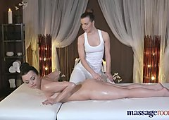 Massage Rooms Horny girl has her clit licked