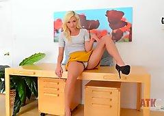 Skinny blonde slut spreads her legs wide open on casting