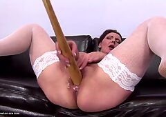 Booty mature mom piss and plays with special toy