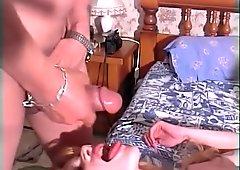Petite blonde etudiante se prend une double penetration par ses deux profs