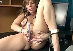 MILFie nympho with big booty goes solo and masturbates her wet pussy