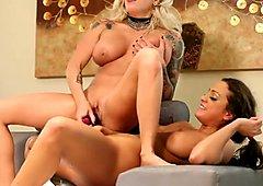 Vyxen & Abigail enjoy some girl on girl time
