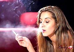 Smoking fetish in 4k !