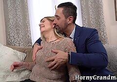 Mature lady suck dick