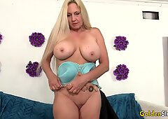 Mature Cala Craves shows off her parts before fucking
